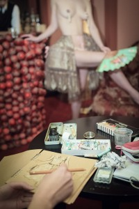 Dr Sketchy's - Gypsy Wood -Dix-huitième siècle, Dr Sketchy's Anti-Art School, Sorrel Mocchia Di Coggiola , Lada Bonaveri Tvrtkovic, Stella Polaris, Gypsy Wood, Paris