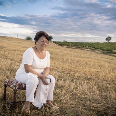 Portrait original de la famille Betsch famille au milieu des champs