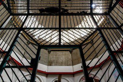Prison ouverte aux 4 vents depuis sa fermeture en 2011.  Seuls les pigeons ne trouvent plus la sortie.